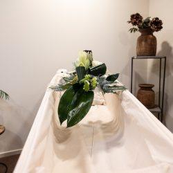 Plexiglas bloemenplateau voor op de grafkist