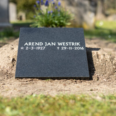 Klein tijdelijk grafmonument