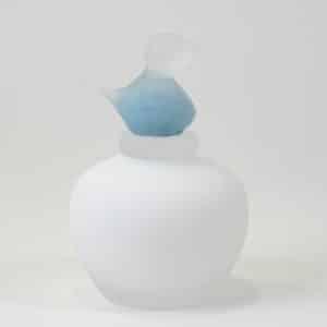 Urn van glas met vogeltje
